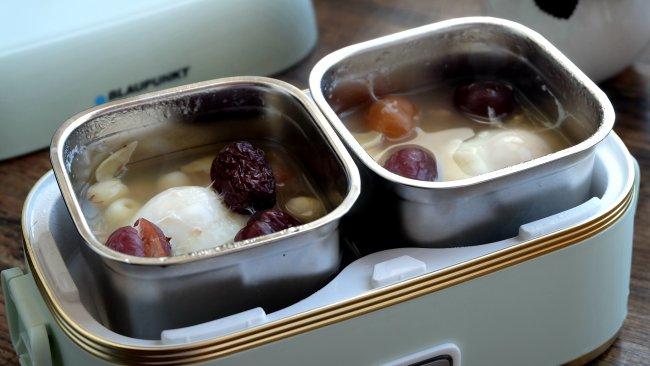 #换着花样吃早餐#莲子百合桂圆红枣炖鸡蛋的做法