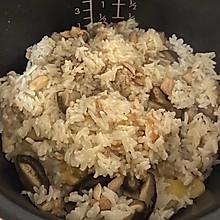 鸡肉香菇焖饭