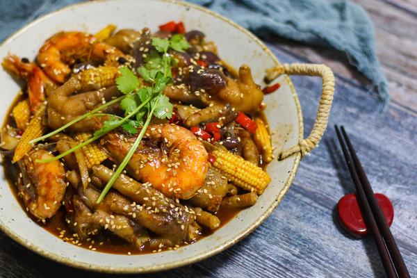 大虾鸡爪煲的做法