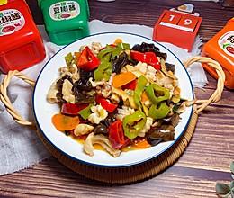 #一勺葱伴侣,成就招牌美味#刘小厨的家常菜:酱香尖椒爆炒鱿鱼的做法