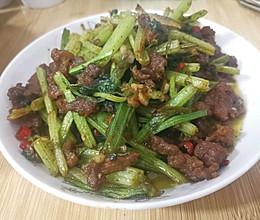 芹菜炒黄牛肉的做法