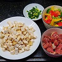营养丰富又好吃的杏鲍菇彩椒牛肉粒,不用明火也可以做的做法图解2