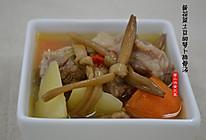 黄花菜土豆胡萝卜煲排骨汤的做法
