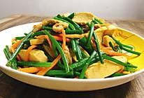 一盘搞定所有营养的韭菜苔白干炒肉丝的做法