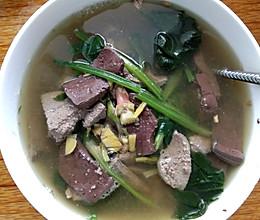 菠菜猪血猪肝汤的做法