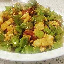 简单好吃的四季豆甜椒炒鸡米