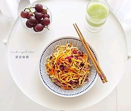 家安乐享早餐:肉酱蔬菜拌面+雪梨黄瓜汁的做法