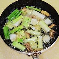 【葱烧海参】---如何熬制一碗好的葱油的做法图解3
