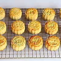 广式莲蓉蛋黄月饼#手作月饼#的做法图解15