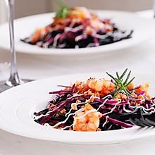 轻食餐:鲜虾墨鱼意面沙拉