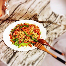 胡萝卜青椒炒面