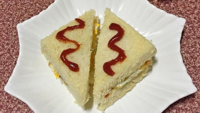 煎蛋火腿肠三明治