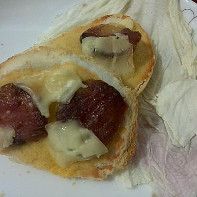 简易披萨之香肠芝士烤馒头