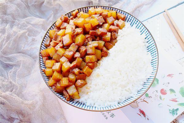 土豆鸡丁盖饭的做法