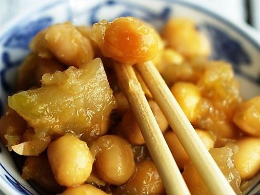 榨菜焖黄豆的做法