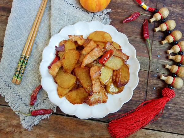 干煎五花肉土豆片,让你连吃三顿都吃不够!的做法