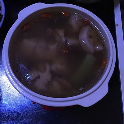 排湿补气排骨莲藕煲汤