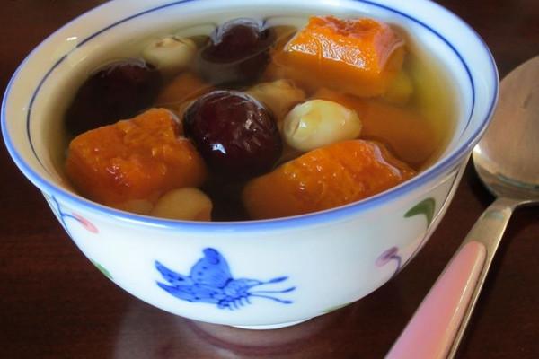 春天养颜美容——南瓜红枣莲子汤的做法