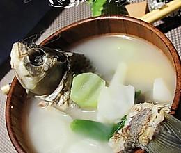 萝卜鲫鱼汤的做法