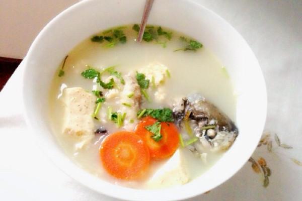 白玉银丝鲫鱼汤的做法