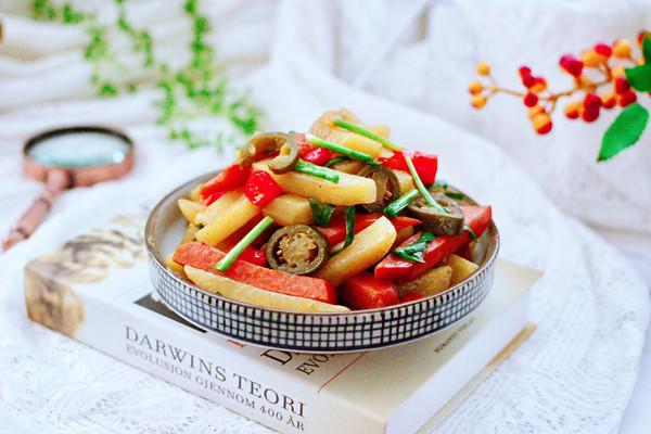 辣炒火腿肠土豆条的做法