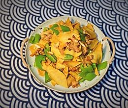 一学就会的快手家常菜 尖椒干豆腐皮的做法