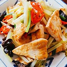 芹菜秋耳烧豆腐