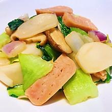 #我们约饭吧#一盘吃满足 糯唧唧的青菜香菇炒年糕