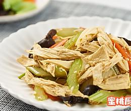 #餐桌上的春日限定#凉拌腐竹的做法