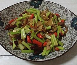 芹菜炒猪耳朵的做法