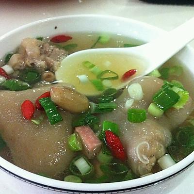 清炖猪蹄汤