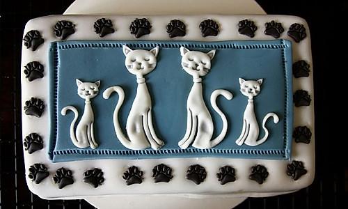 古典猫翻糖巧克力蛋糕配覆盆子奶油霜的做法