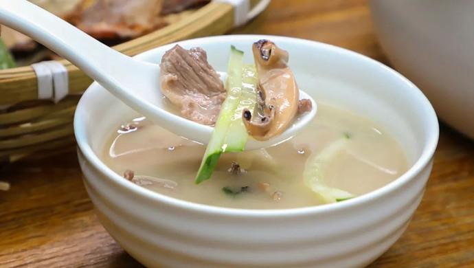 先炒再炖,烧出不一样的肉片汤!