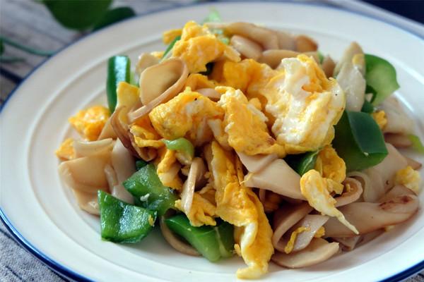 杏鲍菇炒鸡蛋的做法