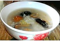每日一粥: 补肾养胃又补血之栗子黑枣麦片小米粥的做法