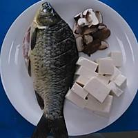 香菇豆腐鲫鱼汤的做法图解2