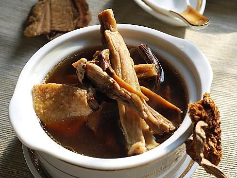 野山菌鸡汤的做法