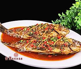 鲫鱼这样做,煎鱼不破皮不粘锅,干烧特别鲜香味美的做法
