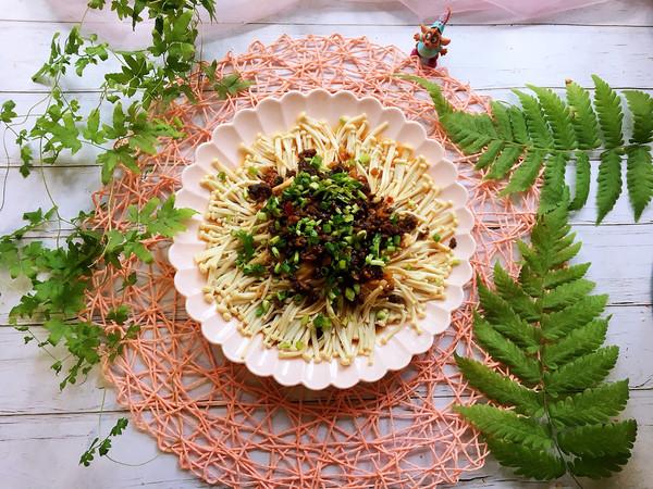 #肉食者联盟#牛肉酱蒸金针菇的做法
