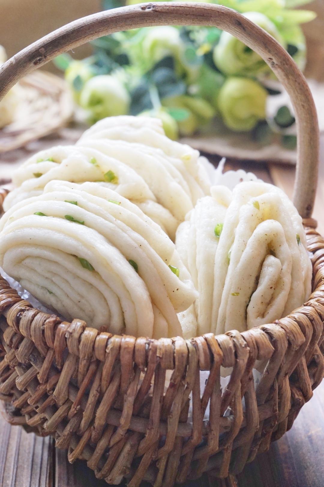 蒸花卷的做法图解_葱香椒盐花卷怎么做_葱香椒盐花卷的做法_小黠大痴_豆果美食