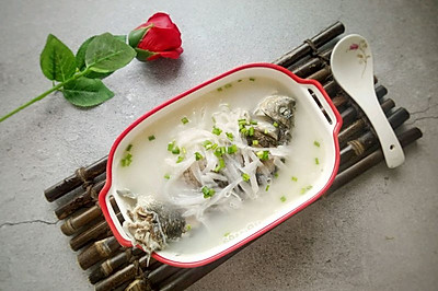 鲫鱼萝卜汤—减肥养颜汤