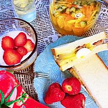 草莓猕猴桃相遇的酸奶