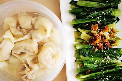 午餐是馄饨加青菜