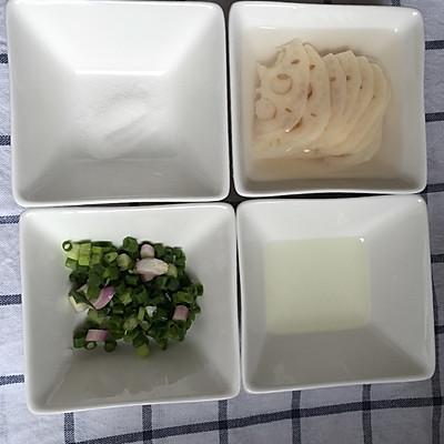 葱炒莲藕的做法 步骤1