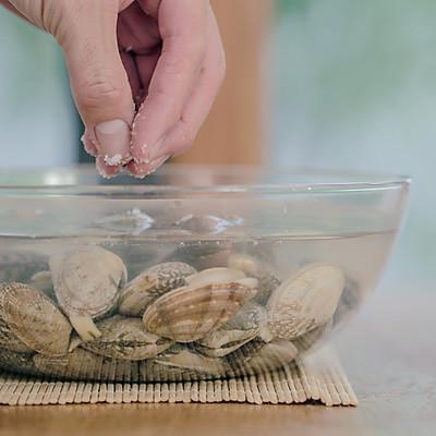 蛤蜊粉丝煲的做法 步骤1