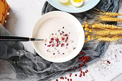 减脂早餐:牛奶红豆燕麦粥