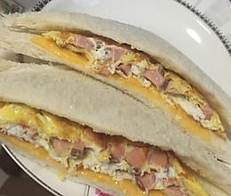 肠蛋芝士三明治的做法