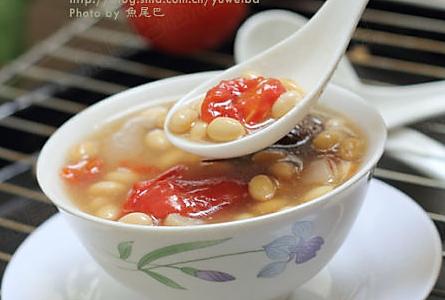 番茄黄豆猪皮汤的做法