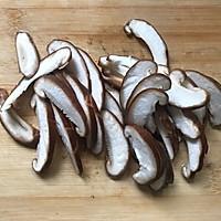 #花10分钟,做一道菜!#潮州咸酸菜香菇滚海鲈的做法图解2