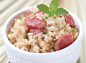 懒人料理——腊肠焖米饭的做法